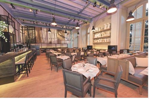 le mini palais l 39 agr able restaurant du grand palais par. Black Bedroom Furniture Sets. Home Design Ideas