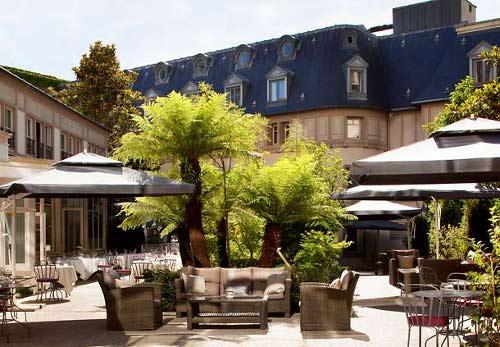 Relais du parc un restaurant sympa avec une superbe for Restaurant avec patio paris
