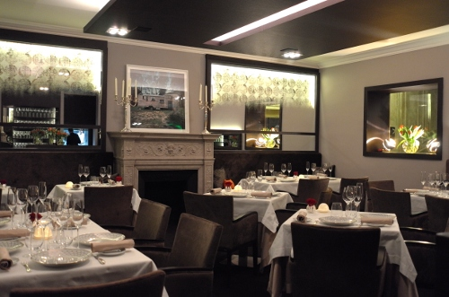 goust un restaurant sign enrico bernado avec le vin l 39 honneur. Black Bedroom Furniture Sets. Home Design Ideas