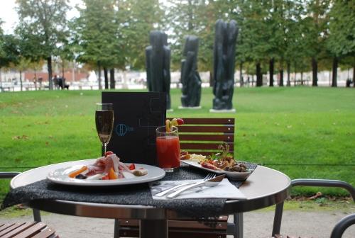 Caf reale un bistrot l 39 italienne au coeur du jardin for Restaurant dans un jardin paris