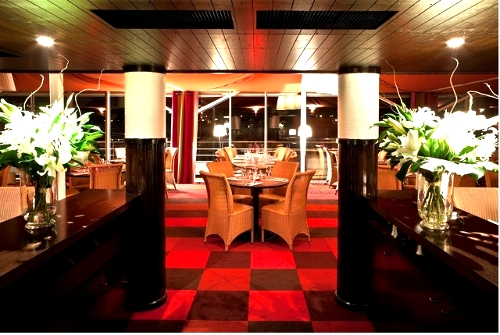 Cap seguin un vaste restaurant avec terrasse en bord de for Terrasse seguin