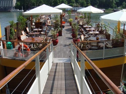 Mangareva un joli restaurant spa bord d 39 un bateau amarr sur la seine - Massage porte de saint cloud ...