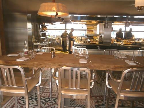 Restaurant ma cocotte aux puces de saint ouen par starck for Cuisine ouverte restaurant norme