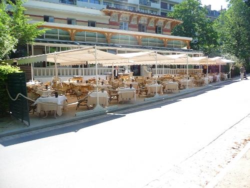 Le pavillon montsouris bon restaurant avec une superbe for Salle a manger xeres