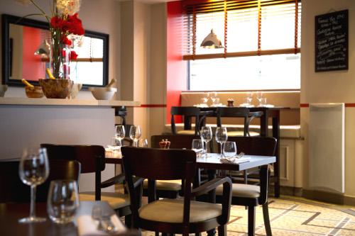 restaurant proche du m tro station rue de la pompe paris. Black Bedroom Furniture Sets. Home Design Ideas