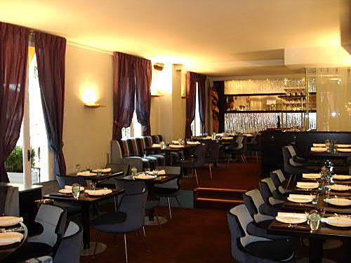 Le chamarr montmartre le restaurant succ s d 39 antoine for Le miroir restaurant montmartre