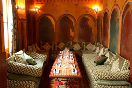 mansouria un restaurant marocain avec de supers couscous et tajines. Black Bedroom Furniture Sets. Home Design Ideas